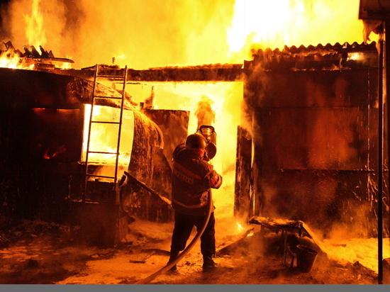 Больше трех часов тушили пожар в нежилом строении в Ивановской области