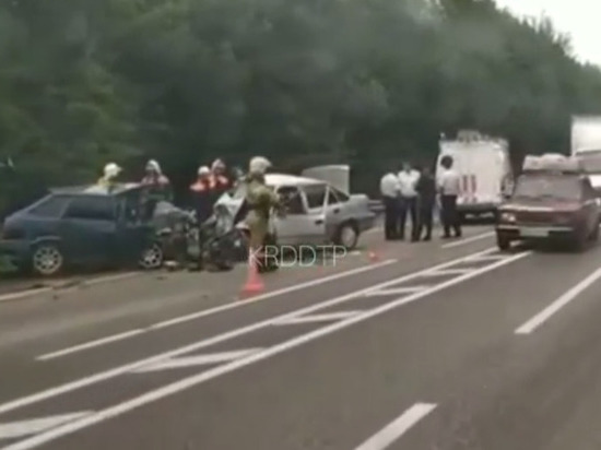 В ДТП под Туапсе погибли четверо, пострадали двое: в том числе дети