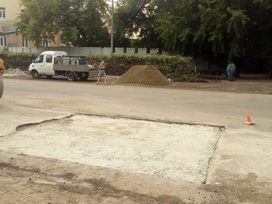 Подрядчик сообщил, что залатал яму на дороге в Барнауле