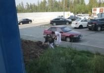 Двух женщин засняли во время похищения навоза в Ноябрьске
