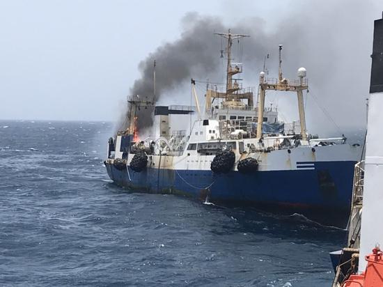 В Атлантике с горящего украинского судна спасли кадетов из Керчи