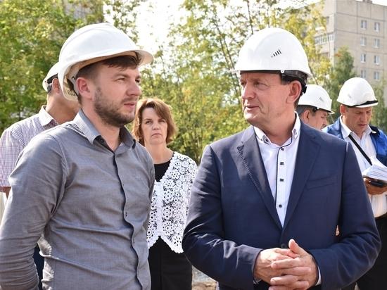 В Чебоксарах строительство Регионального центра по хоккею на контроле министра