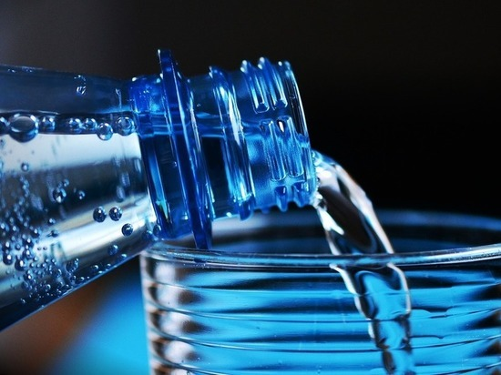 Четверть питьевой воды в России оказалась подделкой