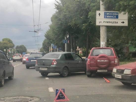 В Смоленске ДТП начинают собирать пробки