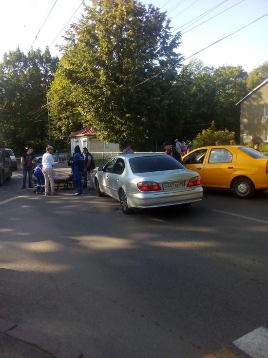 В Калининграде таксист сбил пешехода на улице Батальной