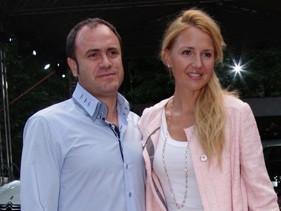 Телеведущая Юлия Бордовских развелась с мужем
