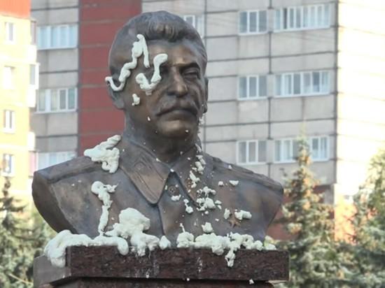 В Липецке испачкали памятник Сталину, пытались взорвать дверь КПРФ