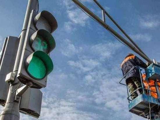 В Серпухове продолжают устанавливать светофоры