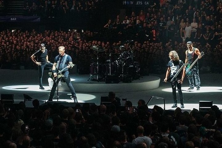 """Организаторы пояснили, почему Metallica спела """"Группу крови"""" в Москве"""