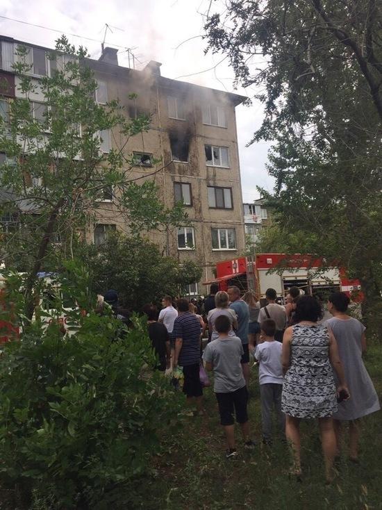 В Оренбурге из пламени пожара спасли четырех человек