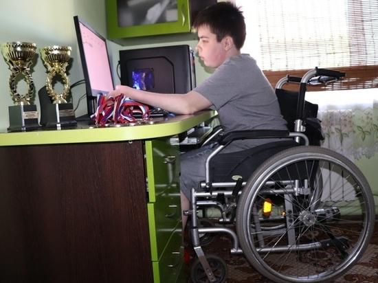 «Ростелеком» в Барнауле подарил компьютер подопечному детского фонда