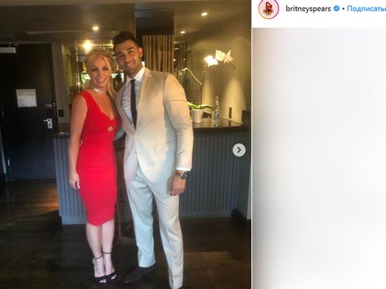 Выход Бритни Спирс в свет вызвал слухи о её помолвке