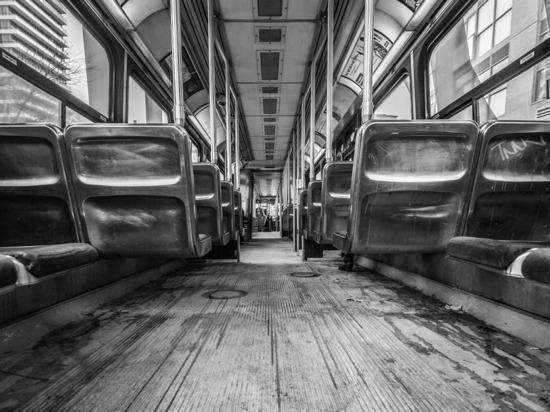 Число желающих пользоваться общественным транспортом стало меньше