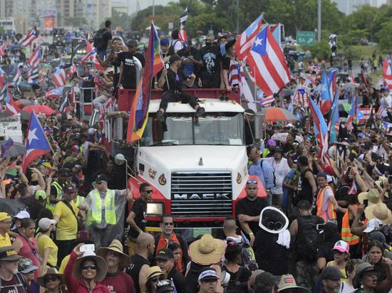 Массовые протесты: жители Пуэрто-Рико потребовали отставки губернатора