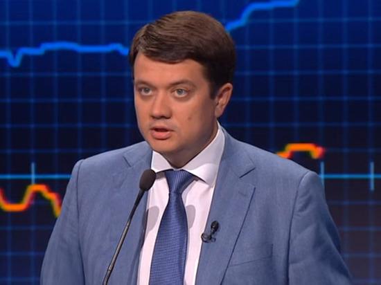 Глава партии Зеленского пообещал утвердить статус русского языка на Донбасса