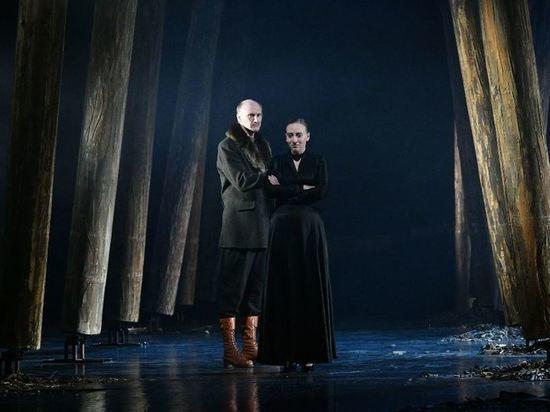 Премьера «Зыковых» в Русской драме Уфы прошла в декорациях умирающего леса