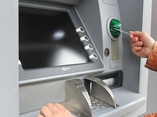 В Улан-Удэ женщина не дождалась денег из банкомата, и их присвоил другой человек