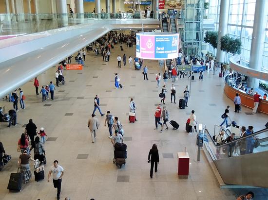 Возвращаемые в российские аэропорты курилки сделают платными