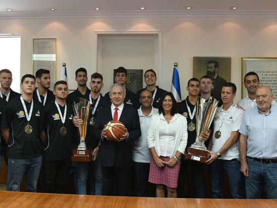 Биньямин Нетаниягу встретился с молодёжной сборной Израиля по баскетболу