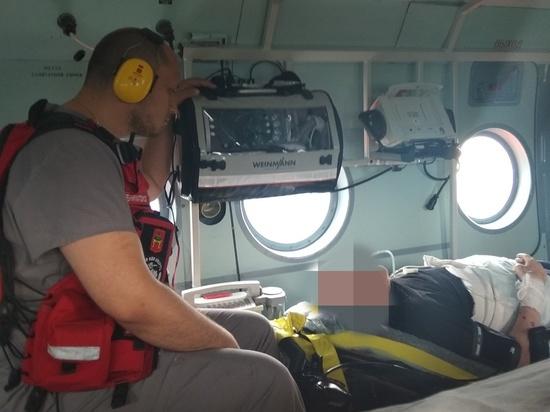 Вертолет санитарной авиации доставил дедушку из области в Тверь