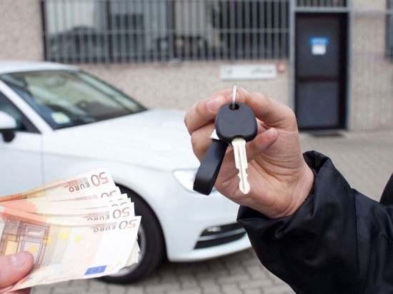 Житель Советска взял в пользование автомобиль у знакомой и продал его