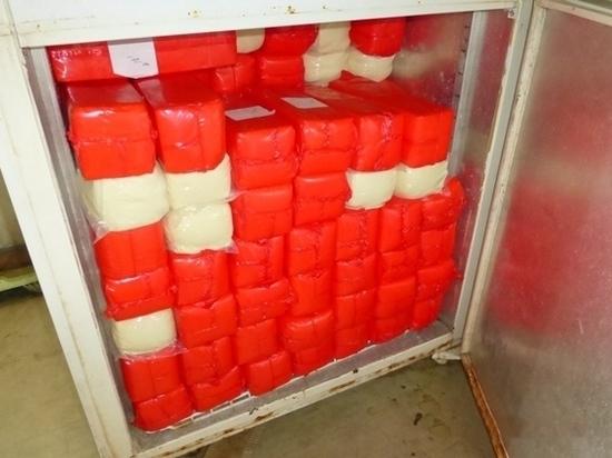 Калининградец, возвращаясь из Польши спрятал в Мерседесе 400 кг сыра