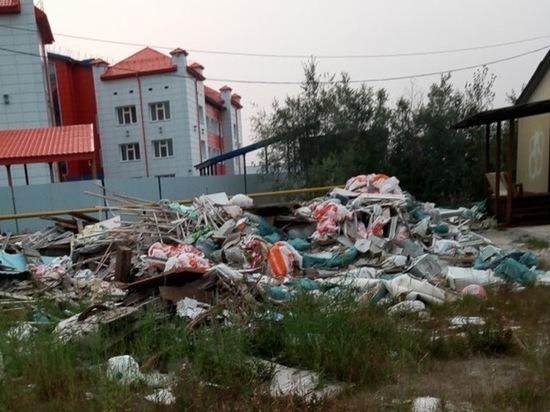 На крупную свалку возле детсада жалуются жители Тарко-Сале