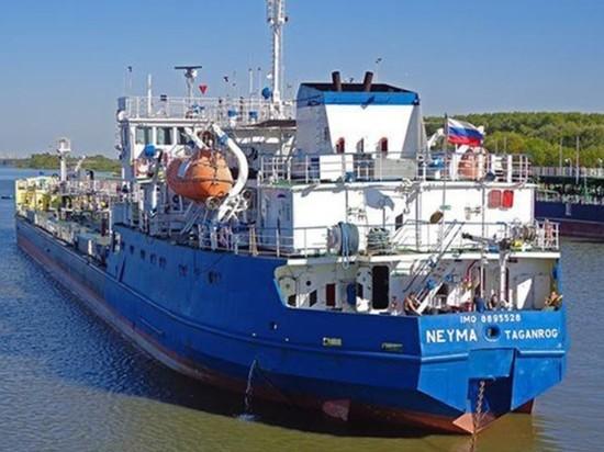 Экипаж задержанного СБУ российского танкера покинул Украину
