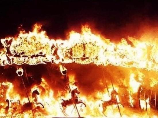 В Калининграде ночью в Центральном парке горели два аттракциона
