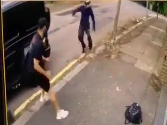 Появилось видео нападения вооруженных бандитов на игроков «Арсенала»