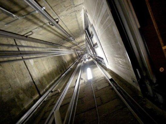 В Калининграде по вине прораба строитель упал в шахту лифта и разбился насмерть