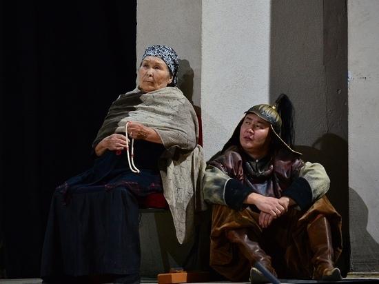 Бурятский театр закрывает сезон «Знаменосцем»