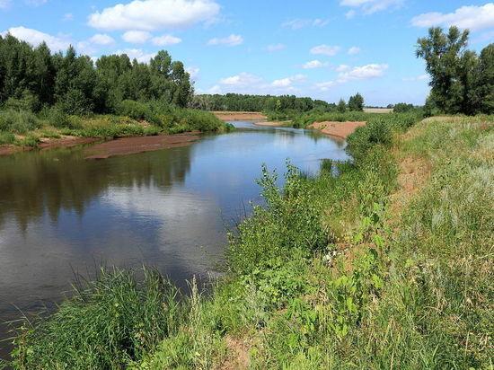 В Гае коммунальщики сбрасывают сточные воды в реку