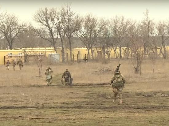 Украина приняла решение о выводе полка «Азов» из Донбасса