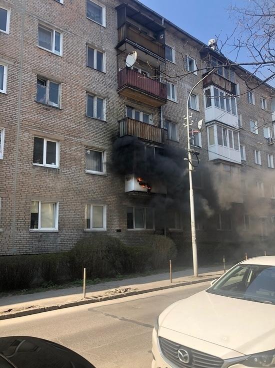 В Калининграде пожарные спасли человека в загоревшейся квартире