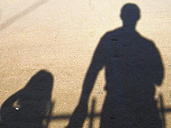 Дед-педофил годами принуждал внучку к сексу: «Сначала насиловал мою маму»