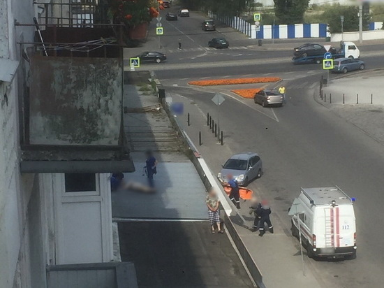 В Калининграде из окна дома около Биржевого сквера выпала женщина
