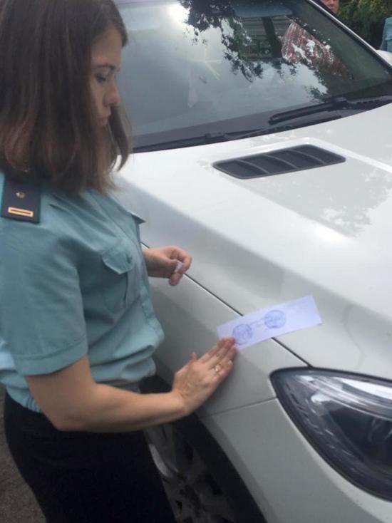У курянки арестовали Mercedes-Benz за долги