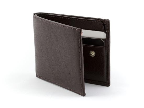 Под Смоленском двое мужчин присвоили себе забытый на АЗС кошелек