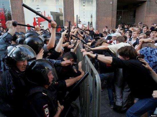 Михаила Амосова возмутил жесткий разгон демонстрантов в Москве