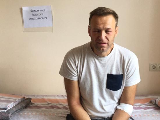 Навальный опубликовал фото после отравления