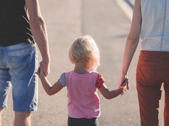 В Казани родители забыли на улице полуторагодовалую дочку