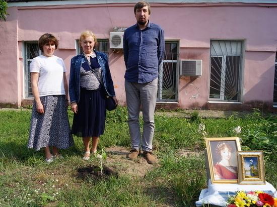 В Курске посадили памятный дуб