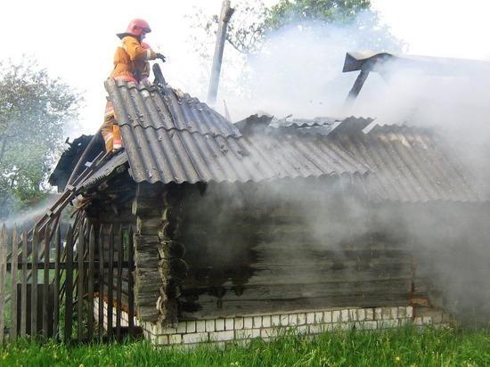 Огонь оставил двух жительниц Мордовии без бани и сарая