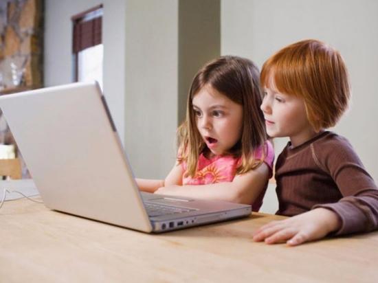 Специалисты напомнили родителям, как уберечь ребенка от проблем в Сети