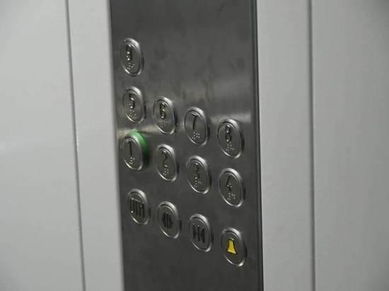 На кнопки тульских лифтов нанесли шрифт Брайля