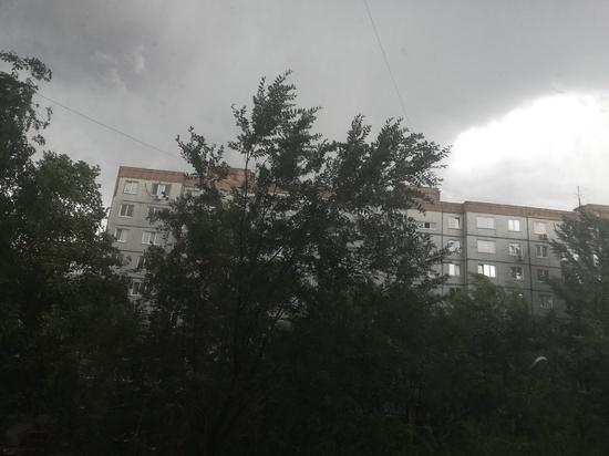 В Оренбурге начался ураган с дождем, синоптики ждут 50 миллиметров осадков