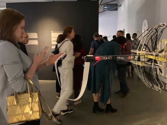 Российский художник создал машины, способные музицировать и любить
