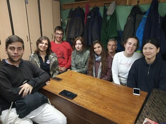 По толстовской схеме: волонтеры-иностранцы реставрируют яснополянский лес