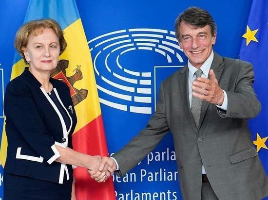 ЕС поддерживает правящую коалицию